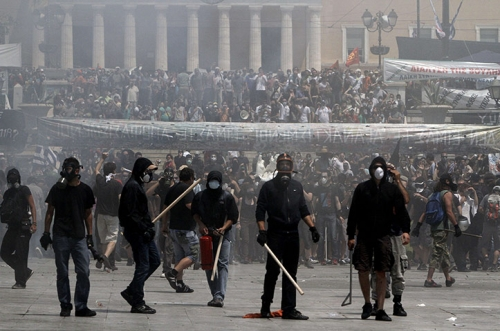 Post image for Anarchy in Athens ahead of austerity vote — in videos