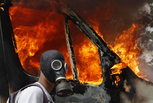 Post image for Athens burns over crucial austerity vote — in pictures