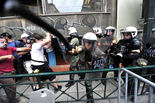 "Post image for Greek journalist: police in Syntagma ""flirted with death"""