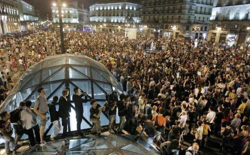 Post image for The sun rises: indignados take back Puerta del Sol