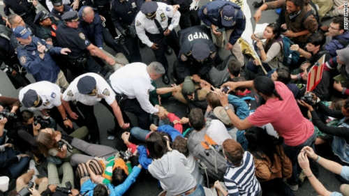 Post image for New York police arrest 500+ protesters on Brooklyn Bridge