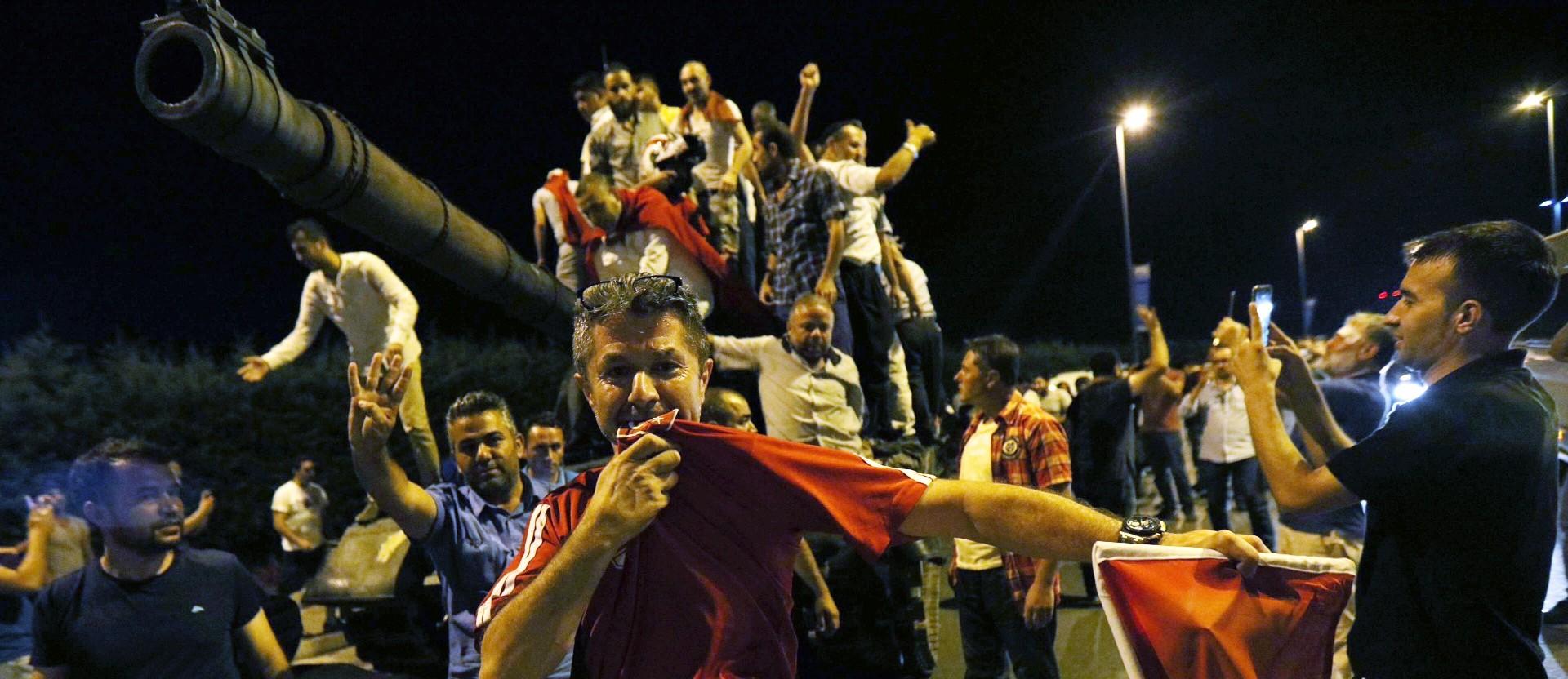 https://roarmag.org/wp-content/uploads/2016/07/TurkeyCoupTank4-1920x832.jpg